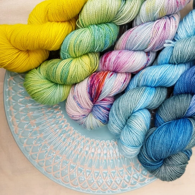 FFD yarn on blue plate